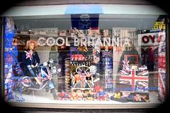 (NaelleLM) Tags: souvenir vitrine anglais touristshop