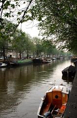 Eilandsgracht, Prins Hendrikkade (RobbiSaet) Tags: city trees urban amsterdam alberi canal nikon europa europe nederland houseboat coolpix prinshendrikkade olanda canale città s3000 canali paesibassi eilandsgracht robbisaet robertasaettone