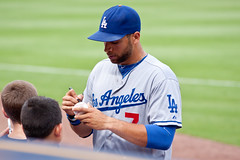 James Loney Signs Autographs (bwhitlock01) Tags: baseball player dodgers southpaw mlb loney firstbase jamesloney leftey