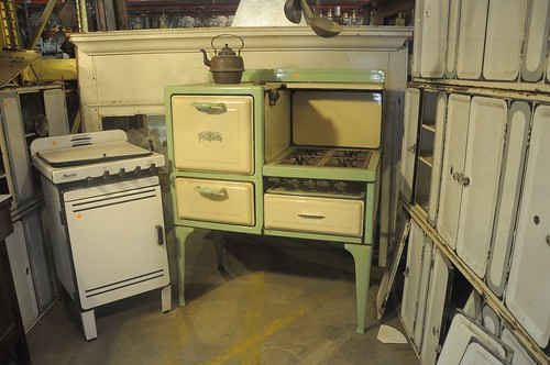 Vintage Stove at Community Forklift