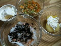 とらちゃんの朝御飯。鮭ひじきごはん、鶏野菜味噌汁、芋チーズ、 バナナヨーグルト