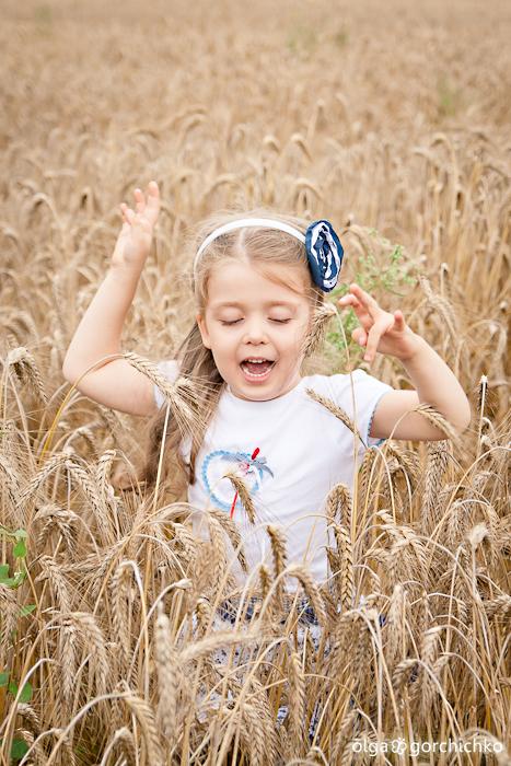 Летняя фотосессия в поле