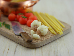 Garlic (Shay Aaron) Tags: wood italy food kitchen dinner tomato lunch cuisine miniature italian dish handmade sauce board knife dry mini vegetable pasta pot polymerclay fimo tiny garlic onion veggies spaghetti veg 12th 112 preparation dollhouse petit shallot basilleaf oneinchscale shayaaron