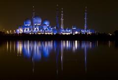 Sheik Zayed Grand  Mosque (Fede Lacroze) Tags: people gulf desert muslim islam uae middleeast mosque arabic emirates zayed abudhabi arabia tradition sheik golfo mediooriente golfopersico arabicgulf peninsulaarabiga golfoarabigo