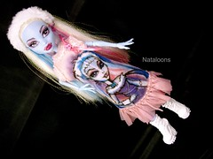 Abbey loves Abbey Bominable (Nataloons) Tags: abbey monster high doll blythe etsy mattel picnik imreal monsterhigh bominable abbeybominable