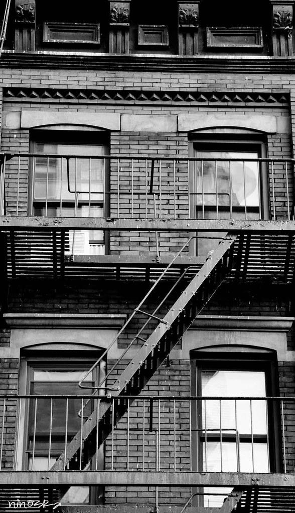 ventanas-escaleras-techo-BW-NY