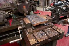 Démonstration d'étau-limeur (zigazou76) Tags: plaque machine chs expotec acier outil journéesdupatrimoine démonstration copeau limaille usinage étaulimeur