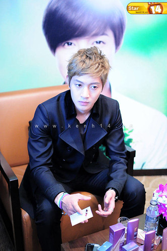 Kim Hyun Joong Short Interview with in Vietnam Hotel Room [110811]