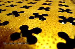 los treboles que se bañaban en oro (Javier Sandoval) Tags: gold formas glovers treboles ororitmo