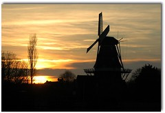 Reaching for the sky....the sky is the limit (powerfocusfotografie) Tags: sunset sky sun windmill backlight clouds contraluz nikon silhouettes henk gristmill flourmill tegenlicht cornmill korenmolen powerfocus meelmolen