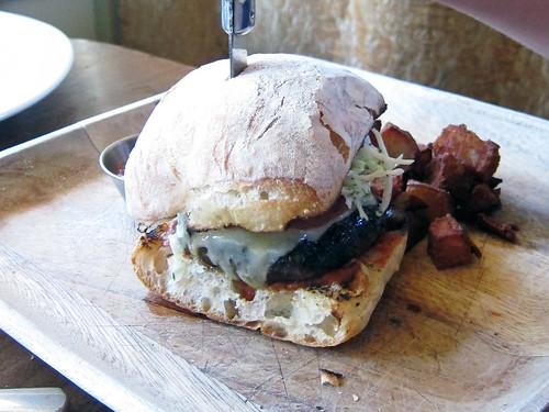Le Pigeon burger