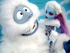 Bumble and Abbey Bominable (Nataloons) Tags: snow abbey monster high snowman doll north bumble mattel abominable the abominablesnowman monsterhigh bominable abbeybominable