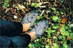 (savvysmilinginlove) Tags: film foot leaf shoes dirt