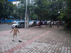 クリケットを楽しむ子供
