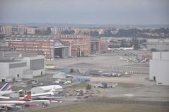 "[09:01] + 01' 21"" ..St. Martin du Touch from the air. (A380spotter) Tags: u2 inflight landing finals airbus 100 toulouse approach blagnac tls threshold a319 ezy ailesanciennestoulouse lfbo easyjetairline 32r shortfinals stmartindutouch runway32r u25333 lgwtls gezdp piste32r u23pg flight10102009u2333uu25333lgwtls10a0114 flight23012010u253twu25333lgwtls10a0123 flight20042011u28jeu25340tlslgw10a0141 flight24082011u23pgu25333lgwtls10a0121"