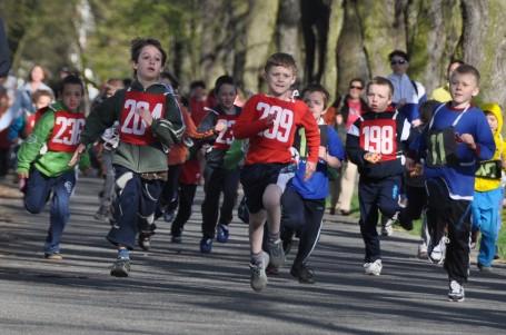 Odkdy běhají děti? A kdy potřebují boty?