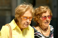 old pink portrait orange woman colors lines sunglasses yellow contrast geotagged women candid pearls 70300mm portret geel wrinkles r7 oud vrouw oranje vrouwen roze kleuren zonnebril zonnebrillen streetcandid rimpels straatfotografie parelketting canoneos400d getpushed