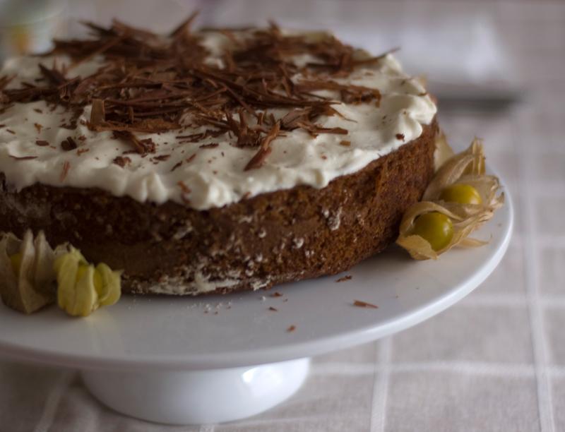 Bolo de cenoura e avelãs // Hazelnut Carrot Cake