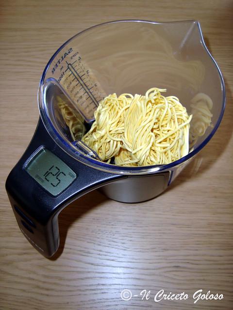 Taiarin con zucchine speck pesto mandorle e olive - salter