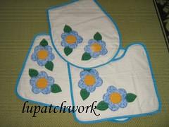 Jogo de tapetes para banheiro (luartesanato) Tags: azul de flor patchwork jogo banheiro tapetes