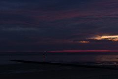 Feuerrot ..... (Sascha Gaber) Tags: leica sand sonnenuntergang struktur norderney nordsee leuchtturm weg oase umkleide badekarre
