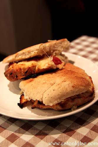 Cheese, Mushroom and Pepperoni Toasted Slipper, Café Minuet