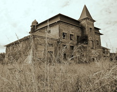 (elinor04) Tags: building architecture hungary decay 1900 mansion built transdanubia szll tplnszentkereszt