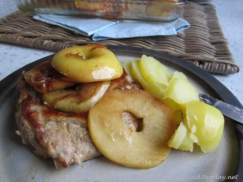 Schweinekoteletts mit Äpfeln und Zwiebeln 002