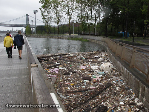 Aftermath of Hurricane Irene in NYC_Garbage in East River