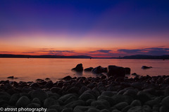 Sunset at the lake (@t.) Tags: longexposure sunset sky panorama beach water clouds sunrise germany landscape deutschland lights twilight agua rocks eau wasser sonnenuntergang sundown dusk stones wolken lindau pebbles steine alemania dmmerung bodensee acqua landschaft allemagne germania lichter langzeitbelichtung badenwrttemberg abendlicht lakeconstance langebelichtung pfahlbauten unteruhldingen lacdeconstance zwielicht lagodicostanza colorsinthesky lagodeconstanza flickraward canoneos7d landdebadewurtemberg flickrunitedaward colorsinthewater