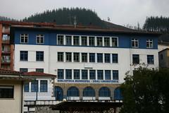 Fachada de la antigua biblioteca en el colegio Teresa Murga