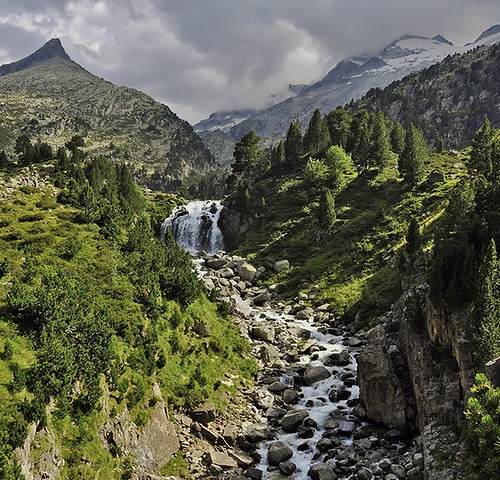 De camino a la cascada de Aigualluts - On the way to the waterfall Aigualluts by Marco Antonio Losas