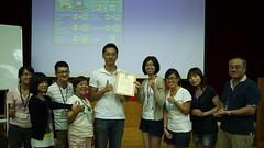 編採營學員於課程結束後,致贈講師鄭國威感謝狀。