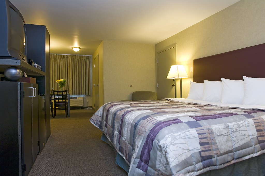 King-Bed Guestroom in Midway, Chicago