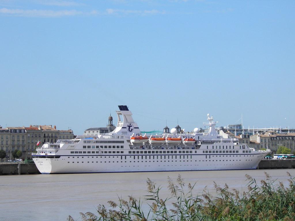 Paquebot Astor dans le port de Bordeaux - P9150033