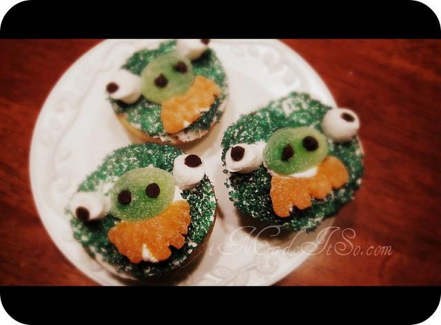 angry bird green pig cupcake