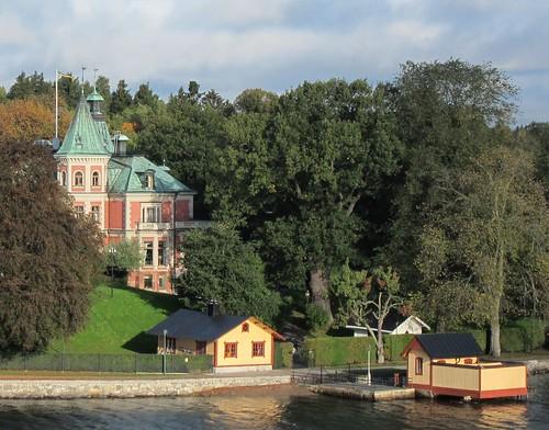Huvila Tukholman saaristossa by Anna Amnell