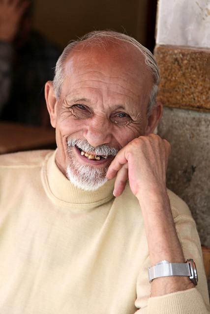 エジプト、アレキサンドリア、微笑むおじいさん