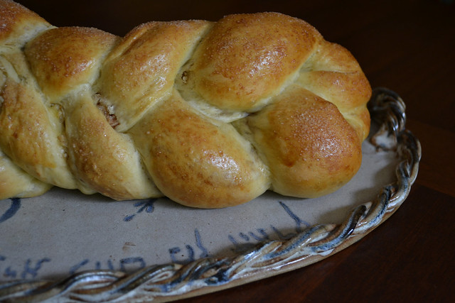 The Challah Blog: Five-Stranded Braid (and the return of