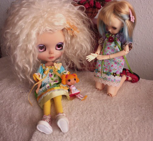 Mo and Martsen decide to play dolly together...