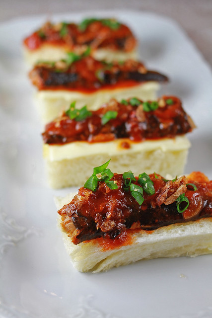 Spicy sardine sandwich