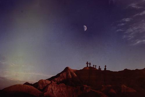 フリー写真素材, 自然・風景, 月, 岩山, 墓地・墓場,