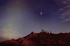 [フリー画像] 自然・風景, 月, 岩山, 墓地・墓場, 201108290100
