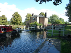 Osberton Lock Chesterfield Canal (woodytyke) Tags: uk blue england sky white house black west tree green english history window water stone fence river photography boat canal photo gate foto britain lock path steel united north picture paddle conservation kingdom gear beam trent photograph bow boating british balance dyke cobbles inland society isles navigation narrowboat chesterfield sluice bollard nottinghamshire cuckoo towpath retford keeper cill stockwith osberton woodytyke