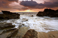Il tempo tra di noi (tropicaLiving - Jessy Eykendorp) Tags: light sunset sea sky bali seascape beach nature water indonesia landscape photography rocks outdoor shoreline echobeach canggu efs1022mmf3545usm canoneos50d singhraydarylbensonreversendgrad