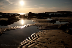 "Cosas que hacer en vacaciones: ir a ""nuestra"" playa (Os Tartarouchos) Tags: sunset espaa beach contraluz atardecer spain playa rasbaixas galicia backlighting gettyimagesiberiaq3 gettyiberiasummer"