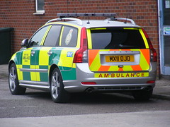 1266 - NWAS - North West Ambulance Service - Volvo V50 - RRV - MX11 OJD (Call the Cops 999) Tags: west volvo bury north ambulance september led vehicle service paramedic rapid v50 battenburg workshops response chevrons lightbar 2011 nwas rrv