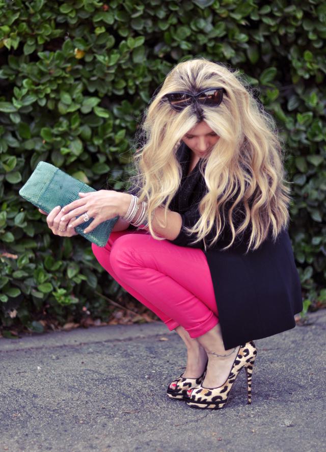big hair+ pink jeans + leopard shoes