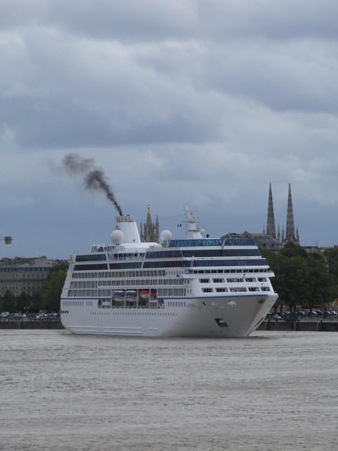 Insignia Cruise Ship Leaving Bordeaux - P9110355