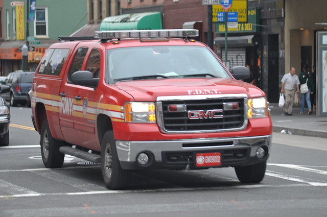 nyc newyorkcity ny newyork brooklyn gm pickup pickuptruck sierra odyssey ems fdny greenpoint gmc supervisor 2500 961 kingscounty 2500hd fdnyems newyorkcityfiredepartment